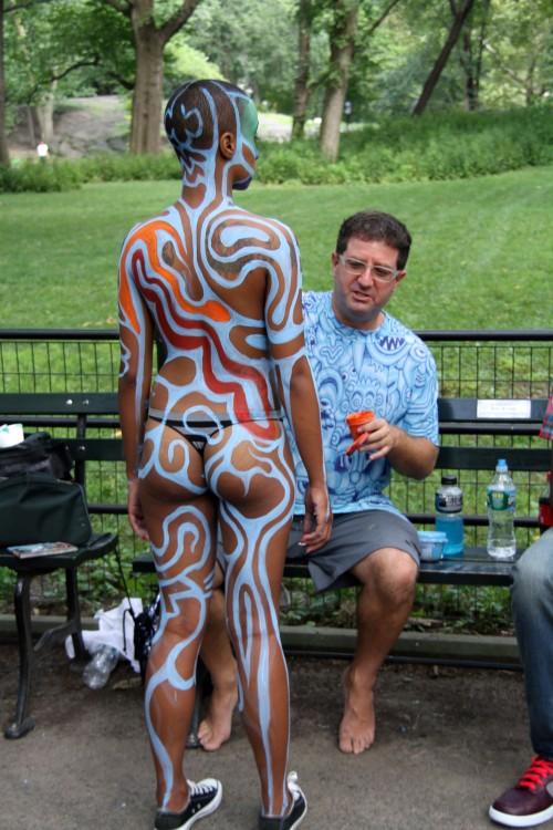 Andy Golub painting naked girl (3)