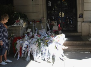 joan rivers front entrance (6)